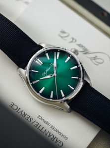 Moser-Pioneer-Centre-Seconds-Green-Fume